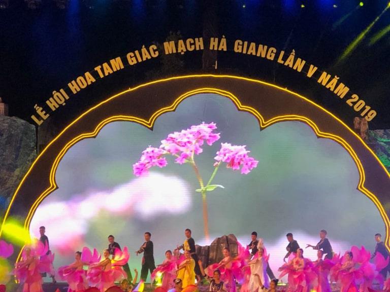 Du lịch Hà Giang tháng 11 tham gia lễ hội hoa tam giác mạch