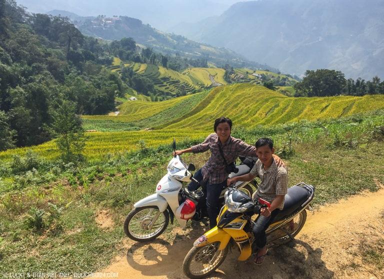 Bạn có thể đi bằng xe máy hoặc xe khách