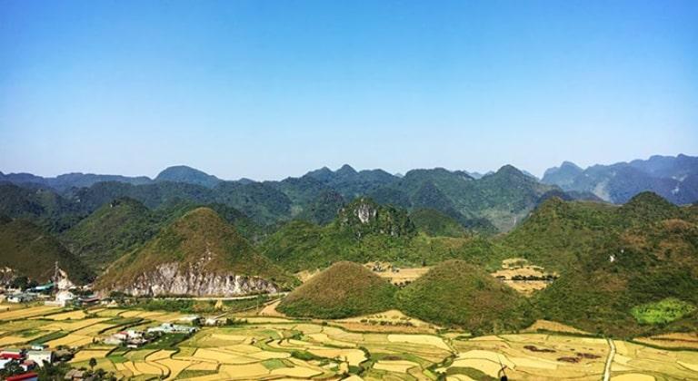 Quản Bạ nằm cách trung tâm của Hà Giang không quá xa