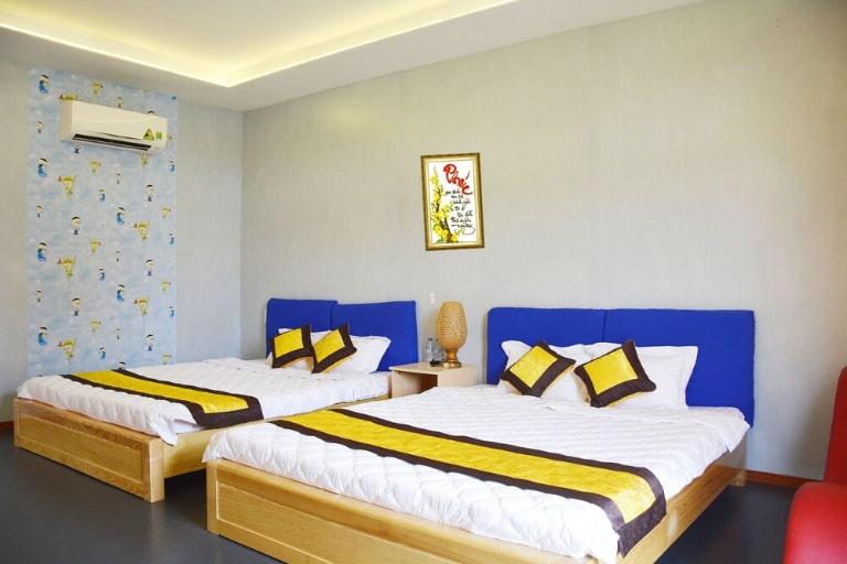 Phòng ngủ tiện nghi nhiều màu sắc