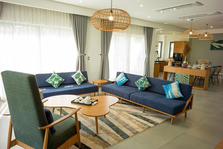 Không gian phòng khách cực rộng của resort Parami Hồ Tràm