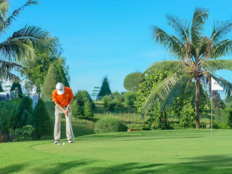 Sân golf đạt chuẩn tại resort Vietsovpetro