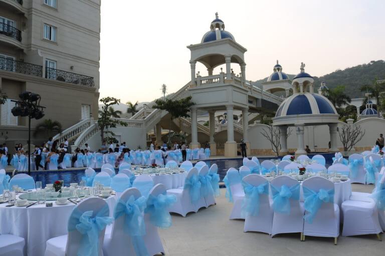Chỗ ngồi cho thực khách tham gia lễ cưới