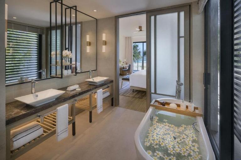 Nhà tắm tiện nghi của resort Melia Hồ Tràm