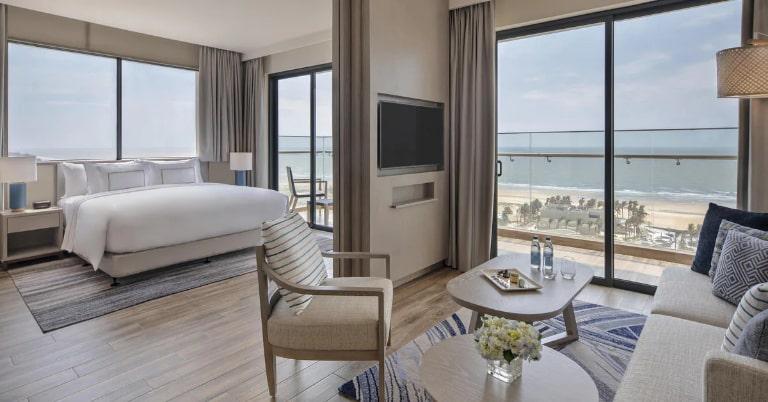 Tầm nhìn biển từ bên trong phòng Suite tại resort Melia Hồ Tràm