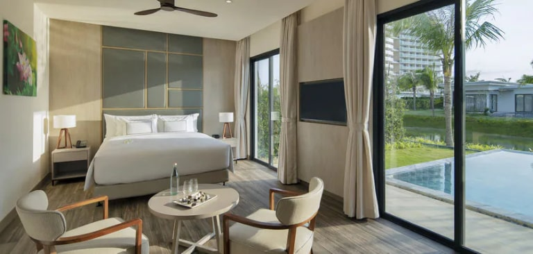 Ánh nắng ấm áp tại phòng Suite The Level Romance của resort Melia.
