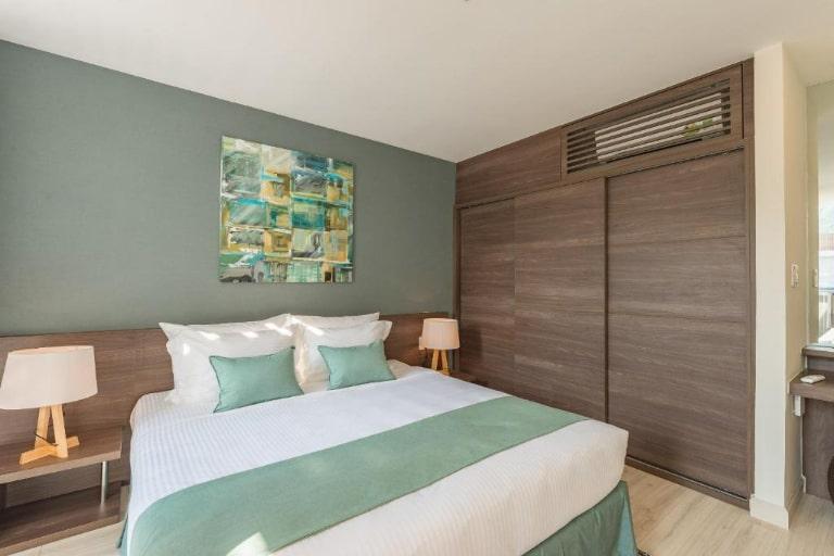 Phòng deluxe tiện nghi tại resort Oceanami