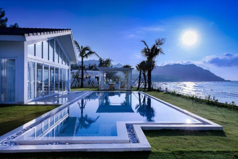 Khu nghỉ dưỡng tựa như viên ngọc xanh giữa biển Long Hải