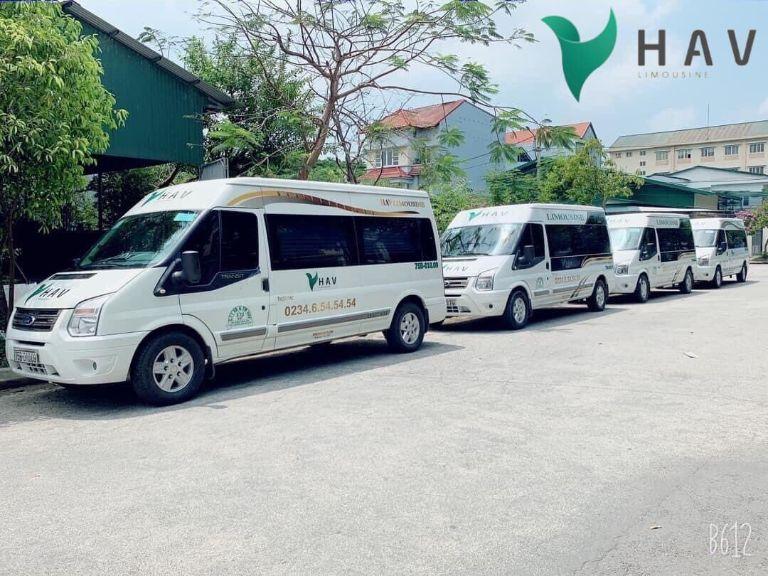 Xe limousine đón tại sân bay HAV Travel