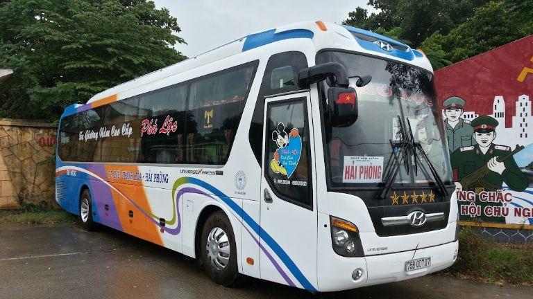 Xe khách Phú Lộc.
