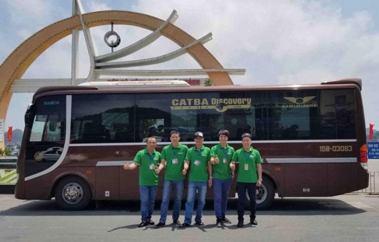 Đội ngũ nhân viên thân thiện của xe Cát Bà
