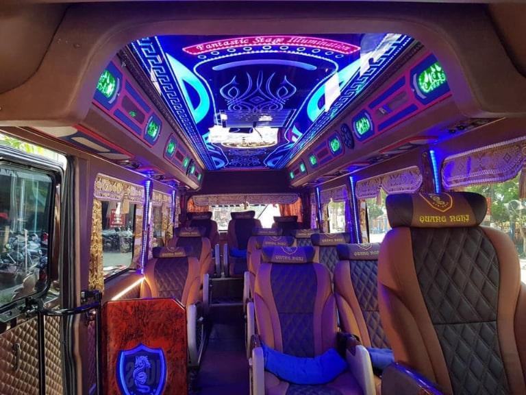 Nội thất tiện nghi xe Quang Nghị