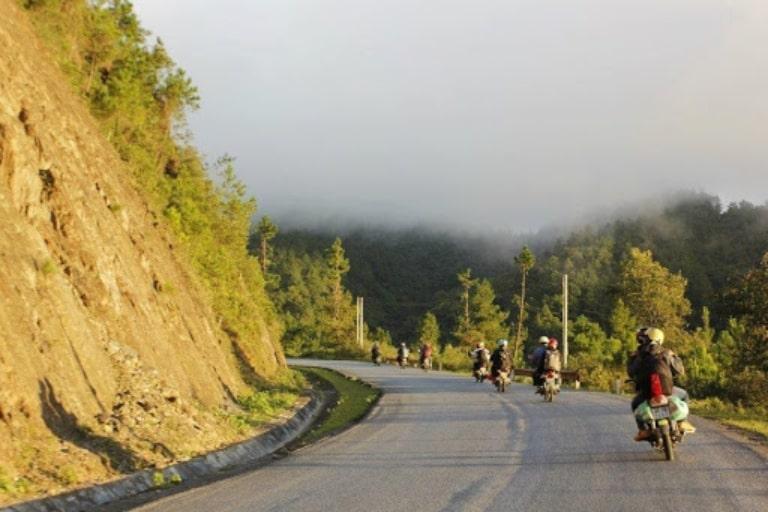 Đi xe máy sẽ giúp bạn ngắm được những khung cảnh đẹp