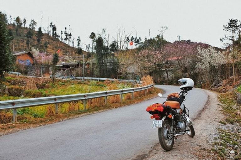 Cung đường di chuyển khó khăn nên đi xe máy cần phải thực sự cẩn thận