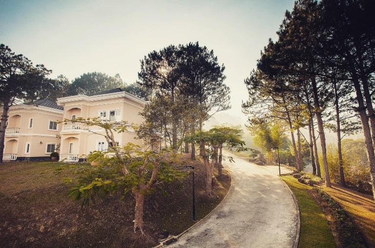 Edensee Resort lung linh trong nắng mai rạng rỡ