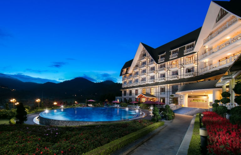 Khu nghỉ dưỡng Swiss-Belresort lung linh trong màn đêm