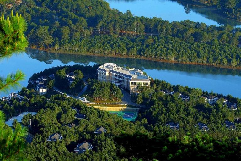 Khung cảnh thơ mộng của resort Dalat Edensee Lake 4 sao Đà Lạt