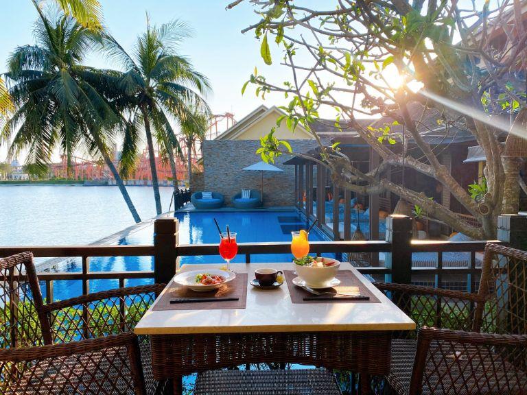 Tận hưởng bữa sáng tại resort 4 sao Đà Nẵng