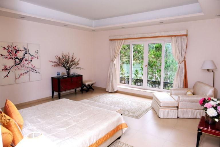Phòng ngủ đơn giản mà tiện ích của Bình An Village Đà Lạt Resort