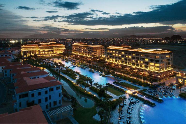 Khung cảnh của Sheraton Grand Danang Resort