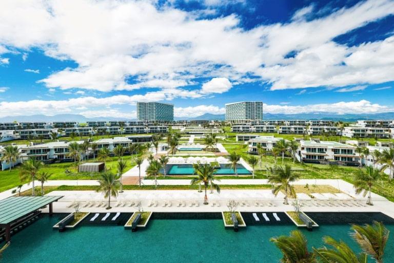 Khuôn viên đẳng cấp của resort Alma Cam Ranh