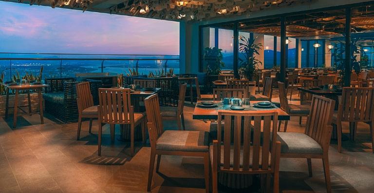 Thưởng thức bữa tối tại resort Duyên Hà