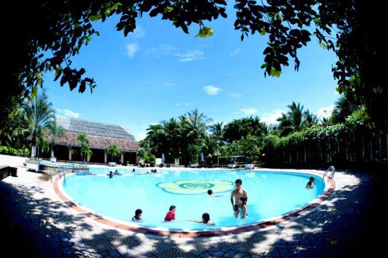 Hồ bơi tại resort Cần Giờ