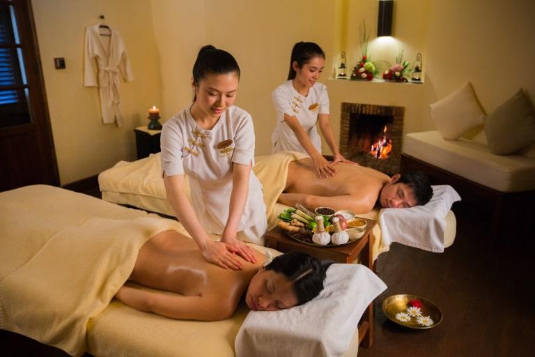 Đội ngũ chuyên viên spa cao cấp tại resort Đà Lạt