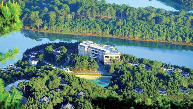 Resort Edensee nằm giữa mênh mông sóng nước