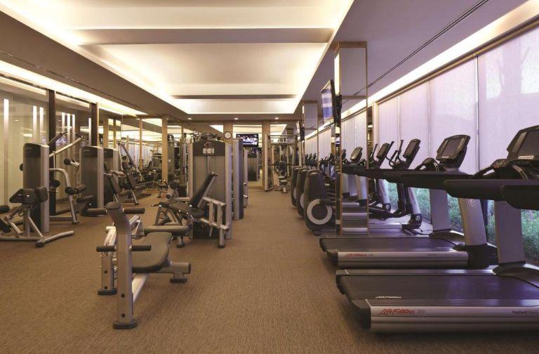 Hệ thống phòng gym với các thiết bị tập
