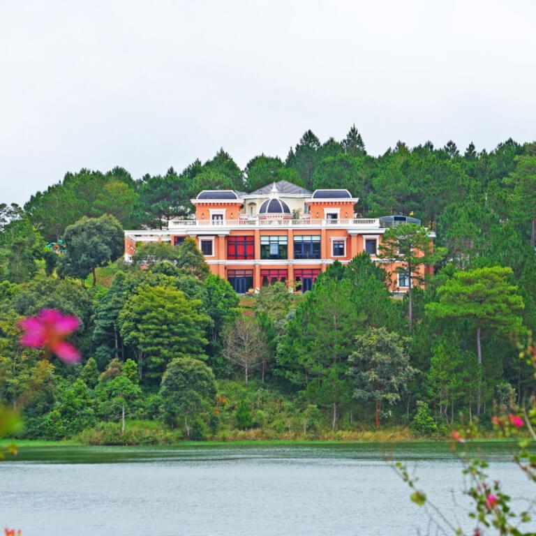 Tòa nhà đa năng tại khu nghỉ dưỡng Edensee