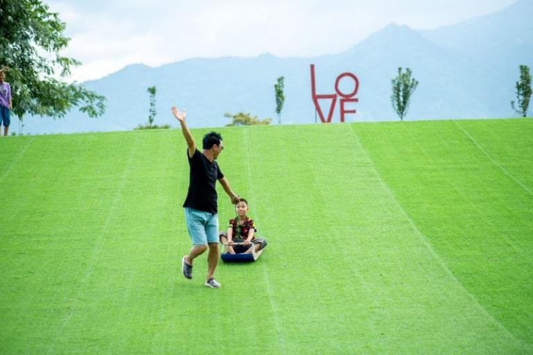 Dịch vụ trượt cỏ thú vị tại An Lạc resort Hòa Bình