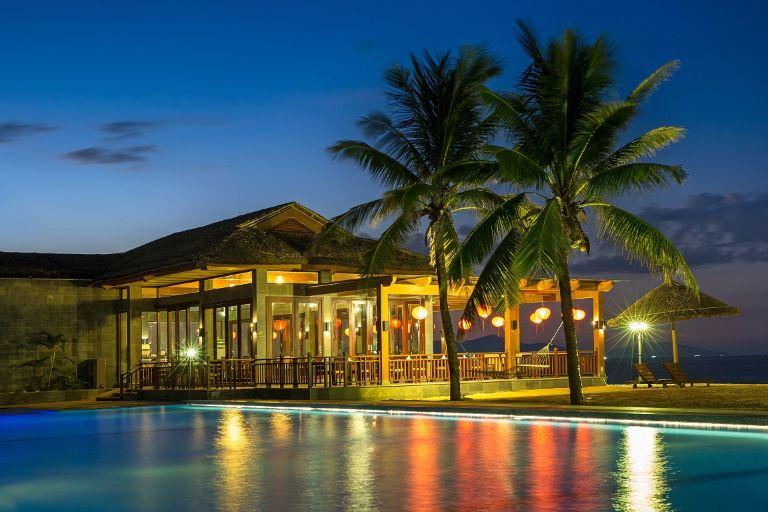 Không gian Golden Sand Resort & Spa về đêm