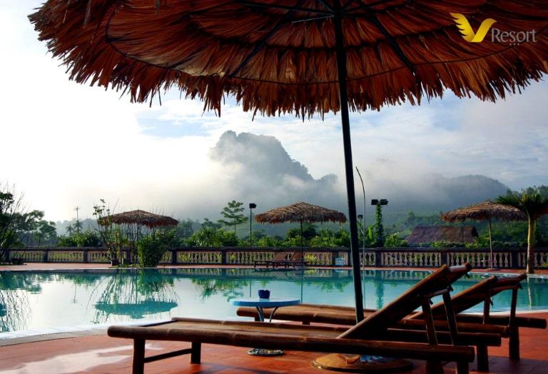 Bể bơi thơ mộng trong sáng Tây Bắc mờ sương tại V resort