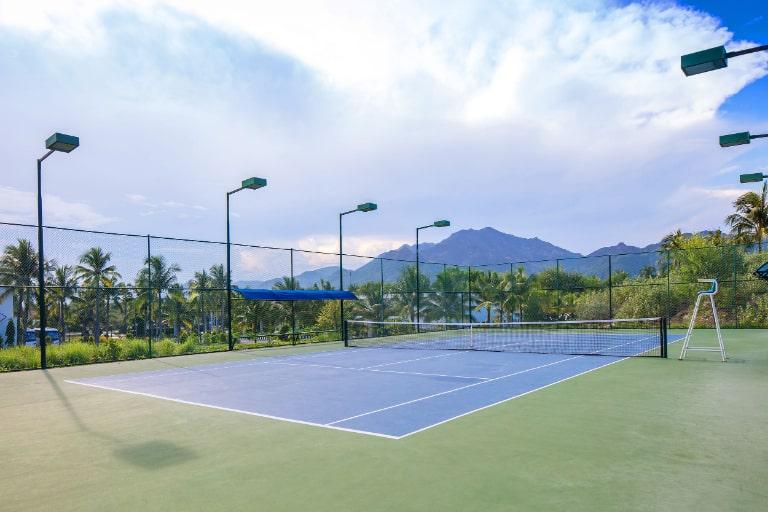 Sân quần vợt đạt chuẩn