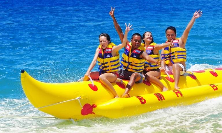 Trò chơi trên biển tại resort Reviera Cam Ranh