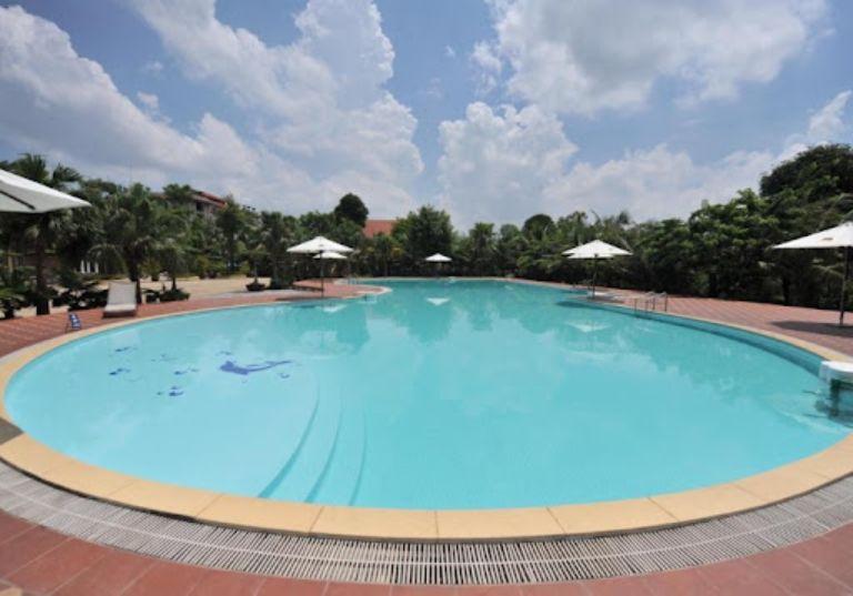 Không gian hồ bơi