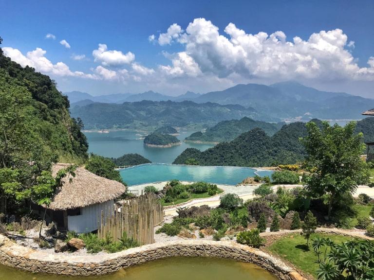 Bakhan Village resort có tầm nhìn ấn tượng xuống thung lũng Mai Châu
