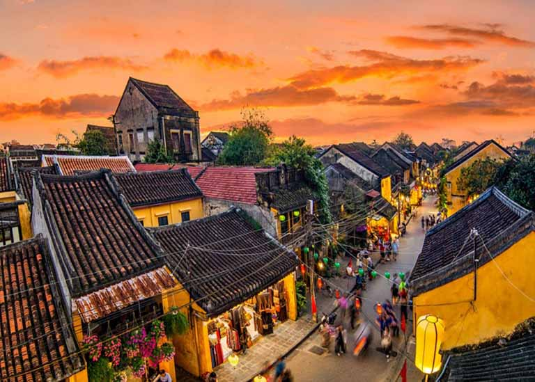 Tour du lịch Đà Nẵng - Hội An đang được nhiều người yêu thích hiện nay bao gồm: Tour du 4 ngày 3 đêm, tour 3 ngày 2 đêm,...