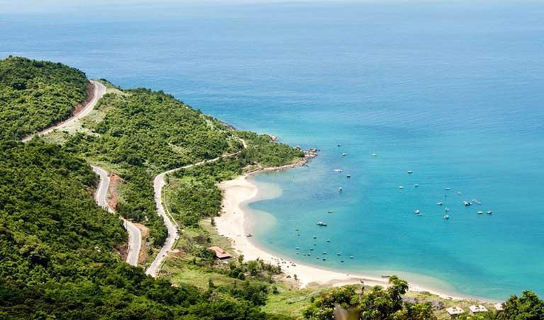 Bán Đảo Sơn Trà được nhiều khách du lịch thường ví vẻ đẹp của hòn đảo tựa như những nàng tiên giáng trần.