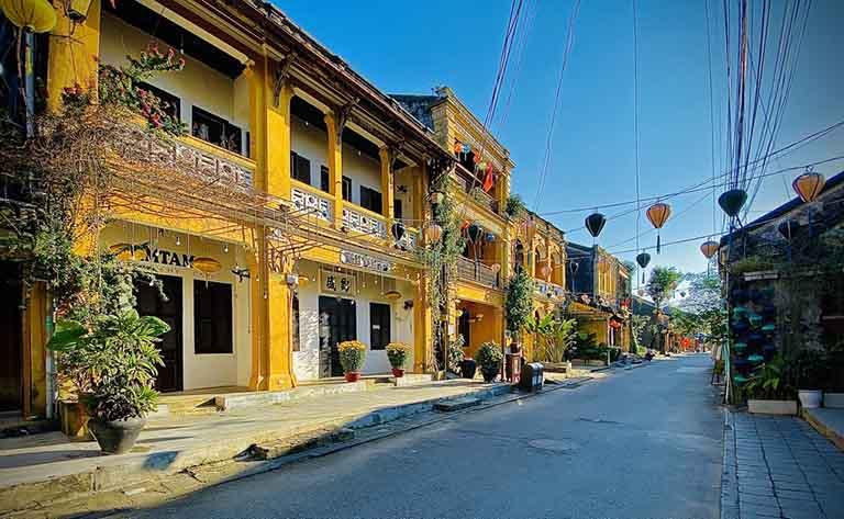 Theo khảo sát trung bình trên thị trường thì mức giá tour du lịch Đà Nẵng - Hội An có thể dao động từ 1,5 triệu đồng - 4 triệu đồng/ người.