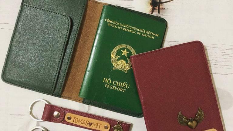 Chuẩn bị đầy đủ giấy tờ tùy thân để xuất trình khi làm thủ tục và sử dụng một số dịch vụ cơ bản trong tour du lịch miền Tây