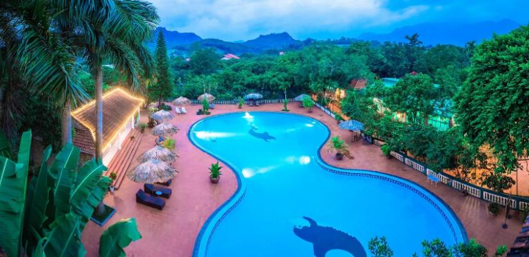 Toàn cảnh khu bể bơi đẹp tuyệt vời của V resort