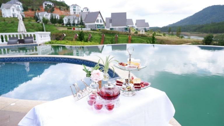 Tiệc trà chiều sang chảnh bên hồ bơi tại Wonder Resort