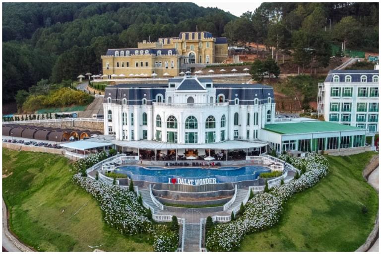 Toàn cảnh khách sạn tiện nghi cao cấp trong khuôn viên Wonder Resort
