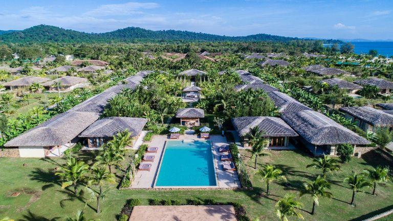 Khu nghỉ dưỡng khép kín (Destination Resort)