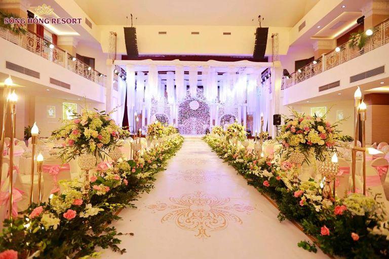 Không gian tiệc cưới tại resort Sông Hồng